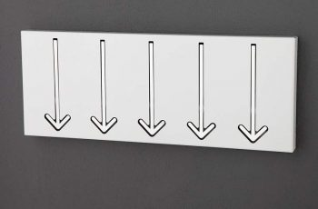 Nástenný vešiak Arrow 5 - biela