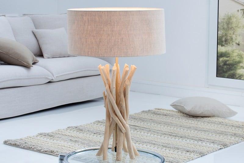 Béžová stolová lampa znaplaveného dreva vštýle Wabi-Sabi