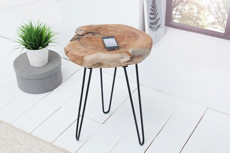 Drevený konferenčný stolík vyrobený z jedného kusu kmeňa stromu ako pre Wabi-Sabi