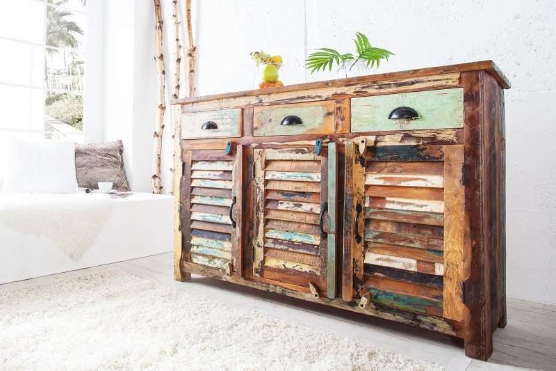 Komoda zrecyklovaného dreva vhodná do interiéru Wabi-Sabi