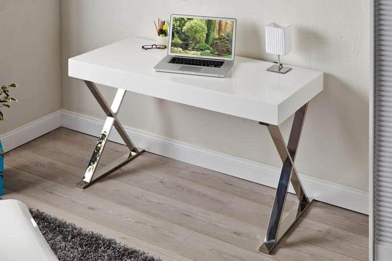 Biely písací stôl vyrobený z bielej dosky vhodný na doma