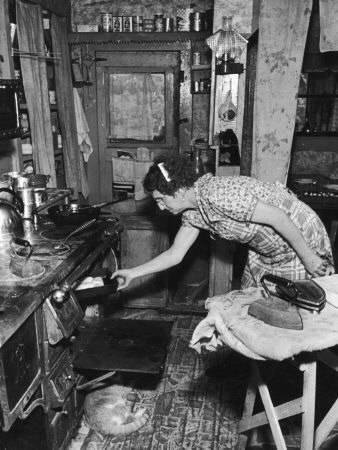 Kachle spaľujúce uhlie boli pre kuchyne v 40. rokoch 20.storočia bežné.
