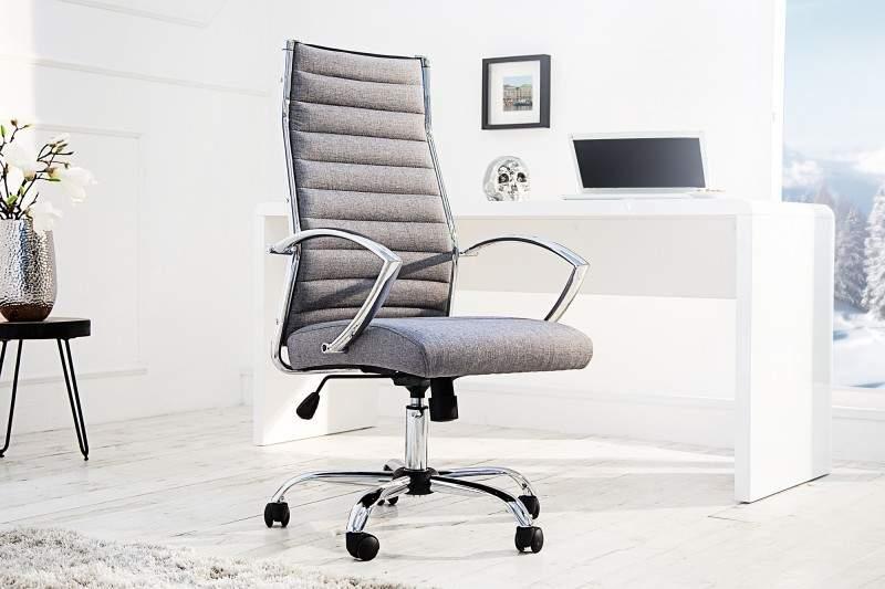 Kancelárska stolička na doma s komfortne tvarovaným a pohodlným sedadlom zo sivej umelej kože