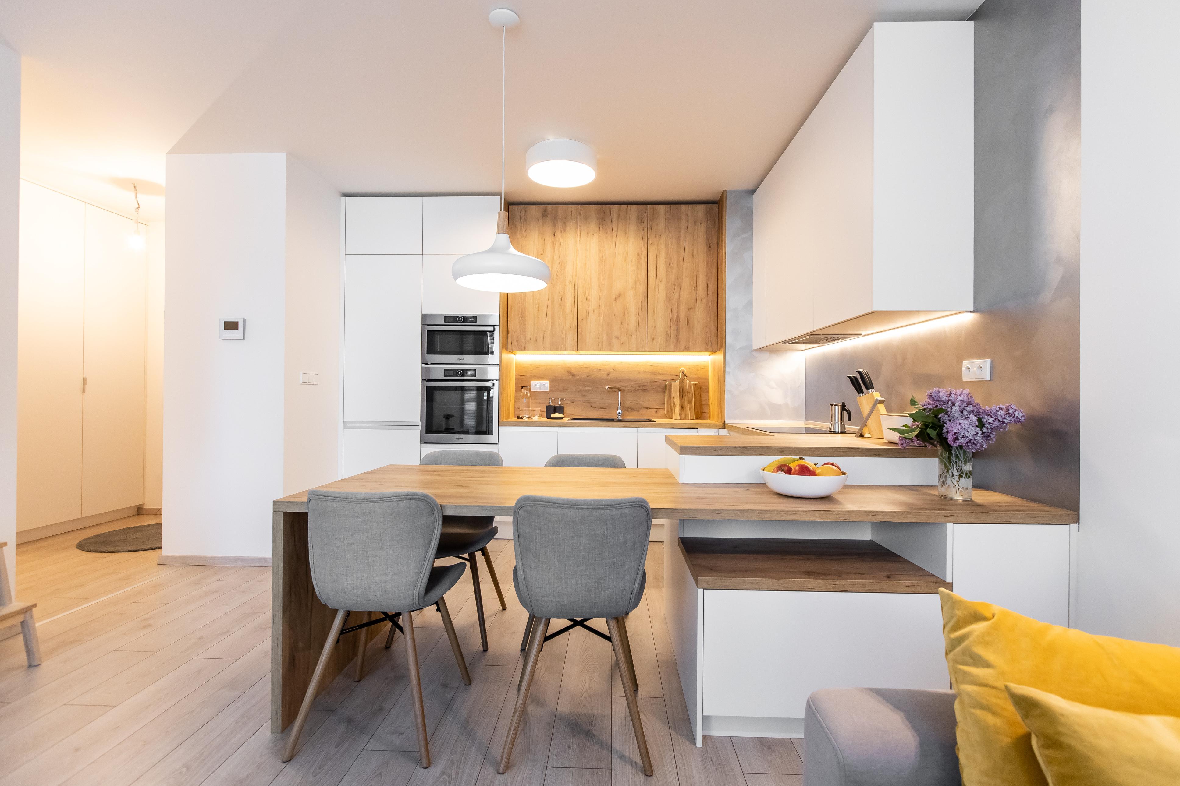 Kuchyňa prepojená s obývačkou - realizácia Čerešne