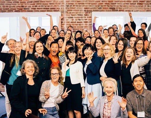 Marie Kondo a niekoľko konzultantov jej spoločnosti na školení v Chicagu. (Zdroj: Facebook/konmarimethod)