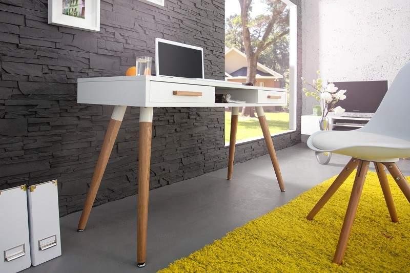 Moderný písací stôl v škandinávskom štýle