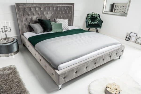 Striebornosivá posteľ Extravagancia 160x200cm »
