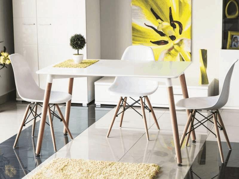 biely dreveny jedalensky stol v skandinavskom style