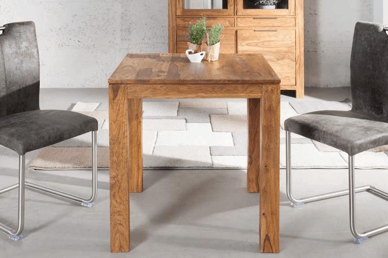 Drevený štvorcový jedálenský stôl