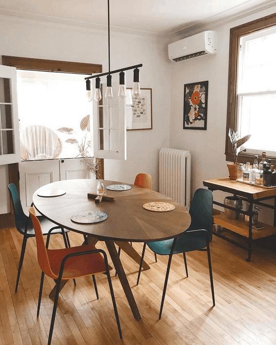 Oválny jedálenský stôl (Zdroj Pinterest)