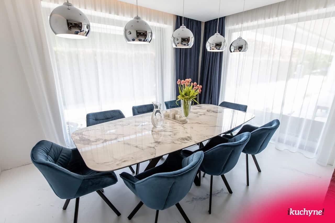 jedalensky stol s modrymi stolickami dutch comfort od ikuchyne