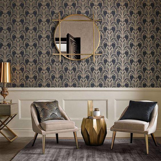 zlate dizajnove doplnky v interieri a zlata tapeta