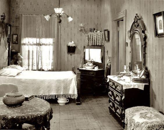 Spálňa začiatku 20.storočia,