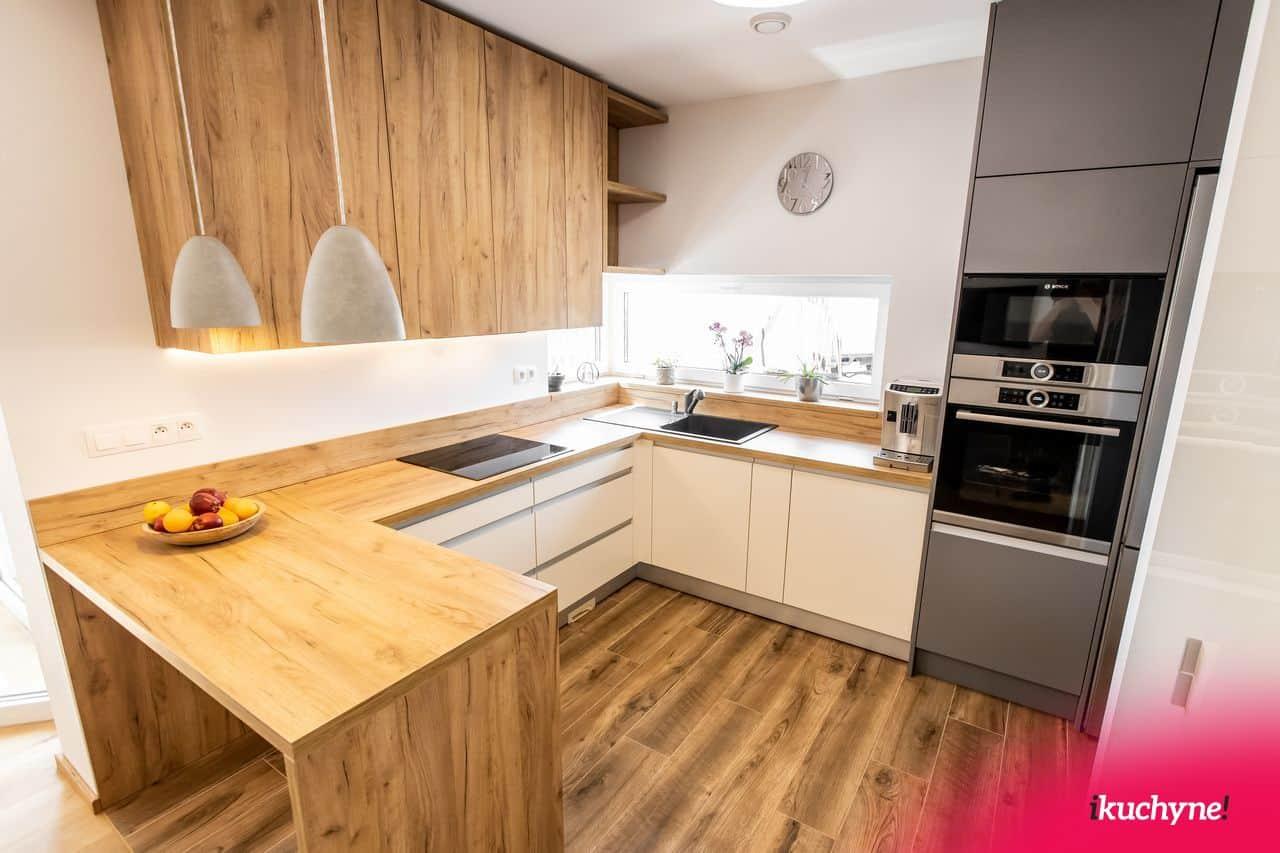 Kuchyna v tvare u so zafrezovanym madlom a dekorom dubom zlatym