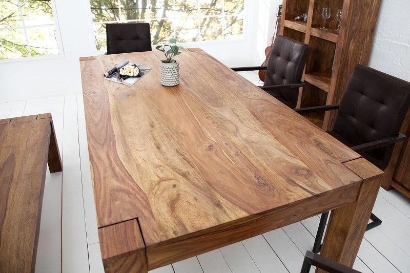 masivny stôl makassar