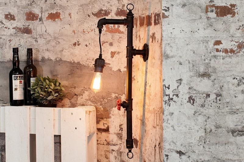 nástenná lampa v industriálnom štýle