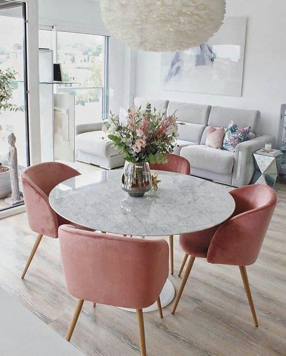 ružové jedálenské stoličky