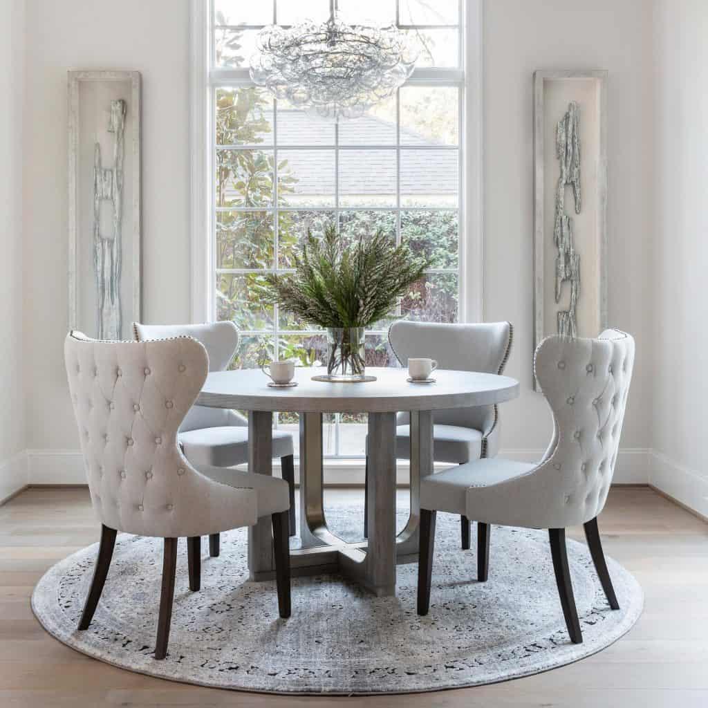 béžové luxusné stoličky