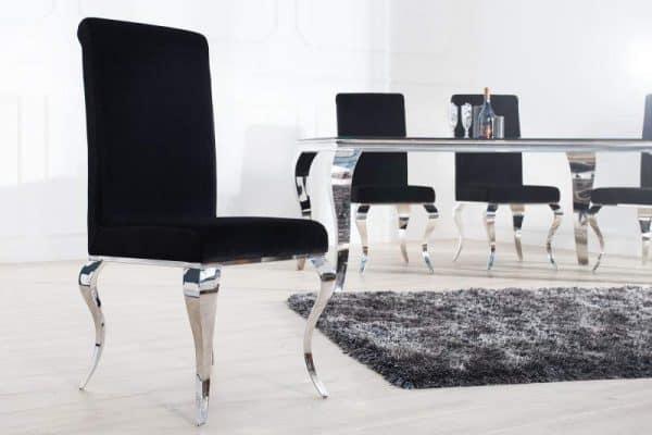 čierna stolička