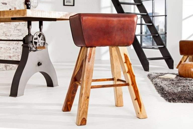 barová stolička v industriálnom štýle