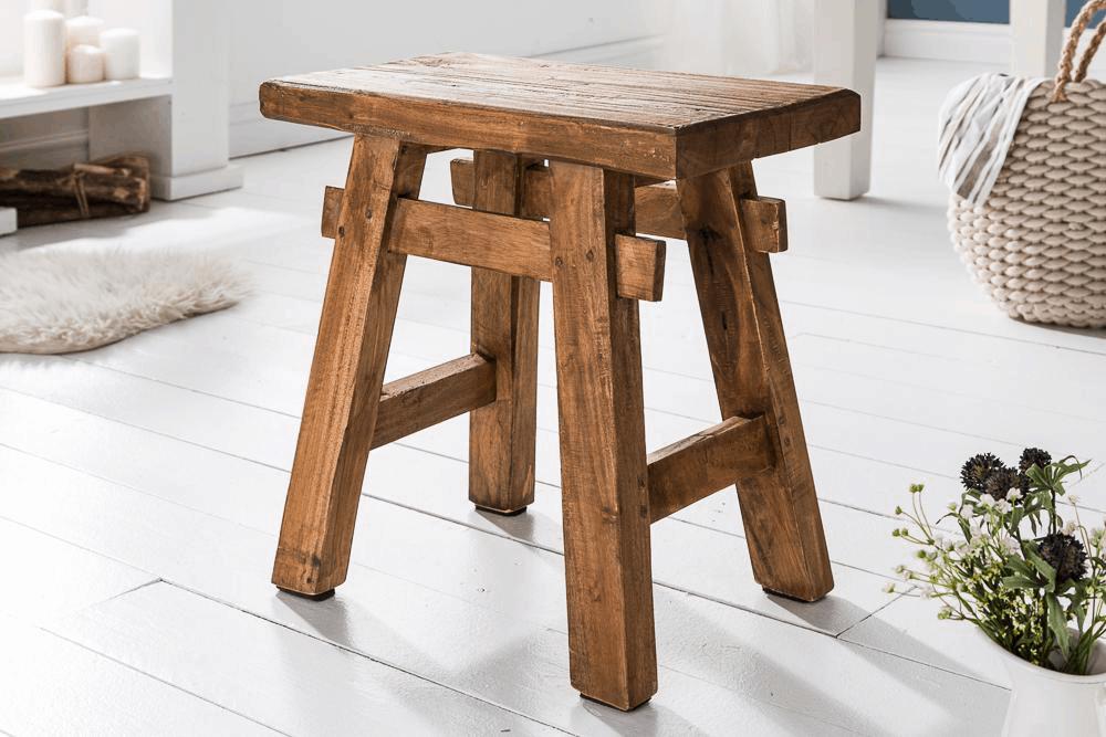 drevená taburetka