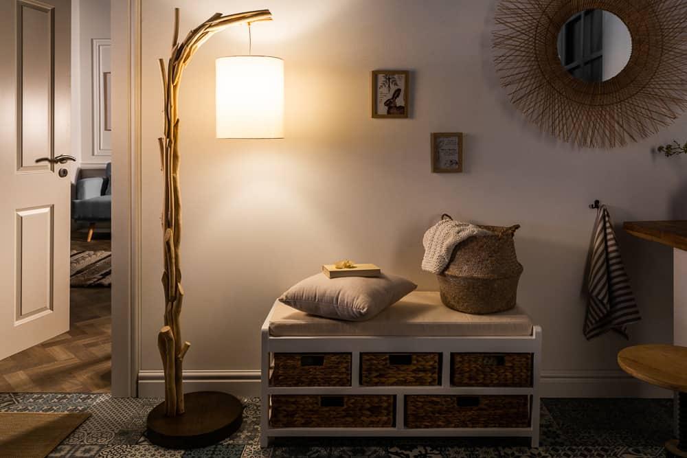 nábytok z naplaveného dreva