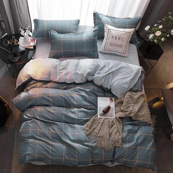 Bledo modrá postel