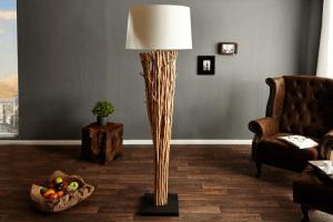 extravagantná stojanová lampa