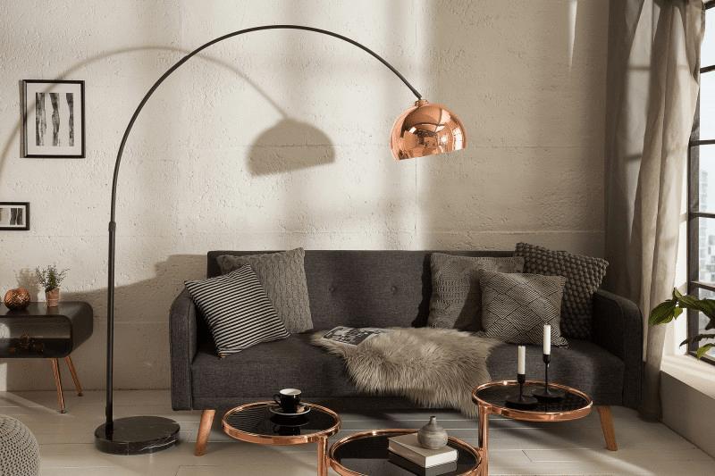 medená stojanová lampa