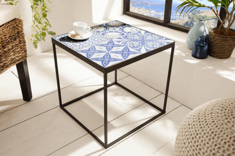 modry stolik