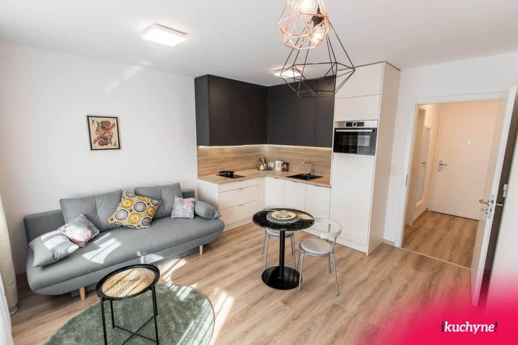 obývačka s kuchyňou airbnb