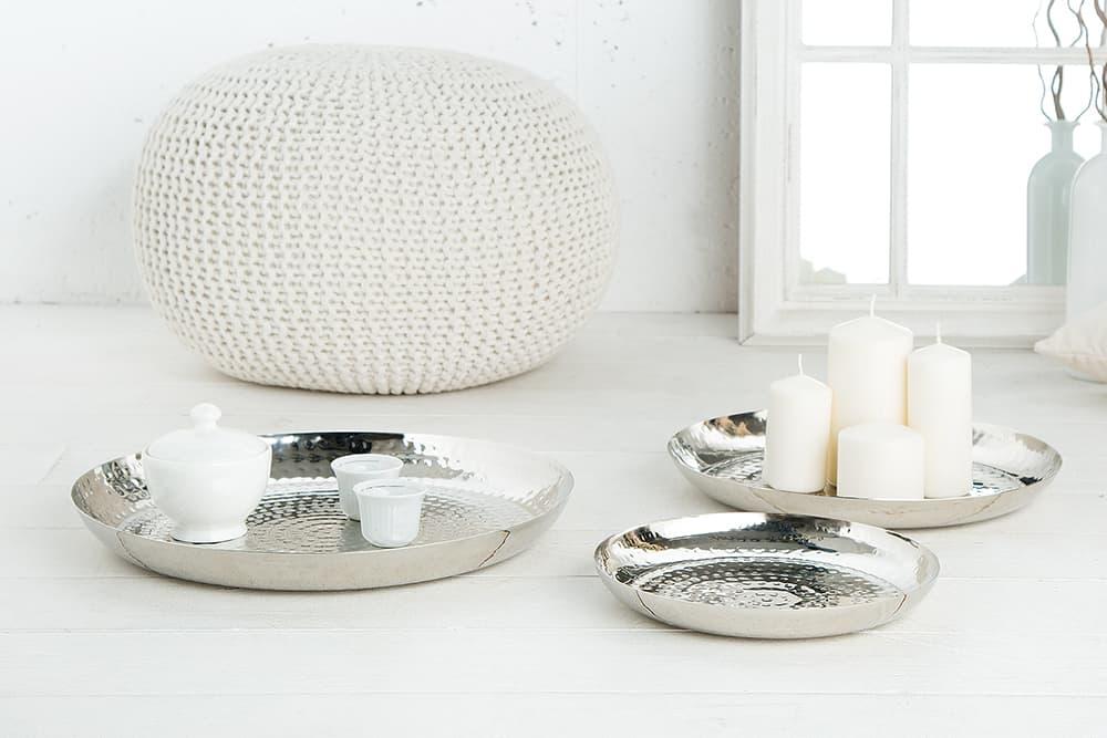 Dekoračné taniere v troch veľkostiach.