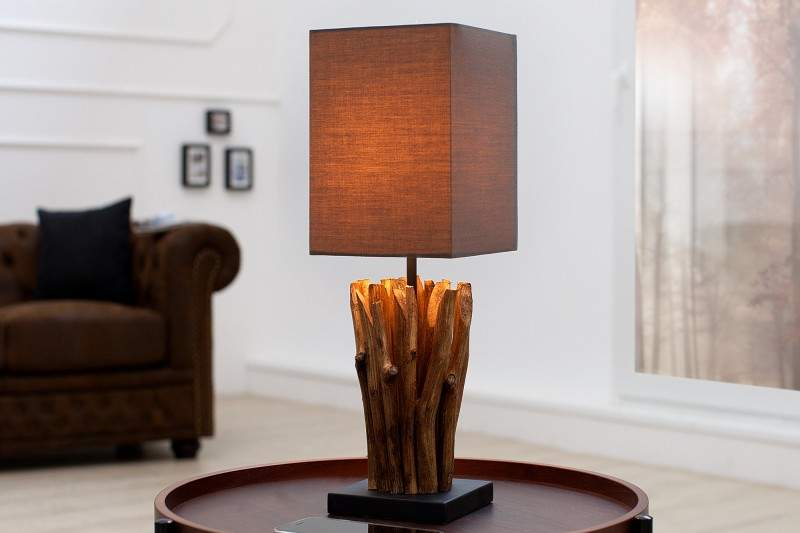 Lampa z naplaveného dreva