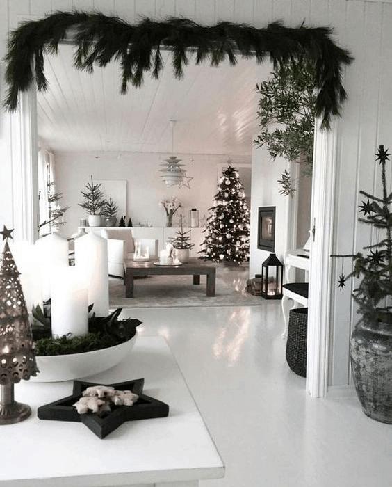 Vianočný interiér v prírodnom, škandinávskom štýle.