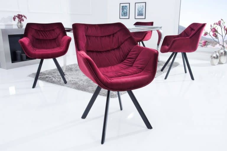 červená stolička