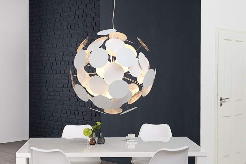 Lampa s efektným vzhľadom.