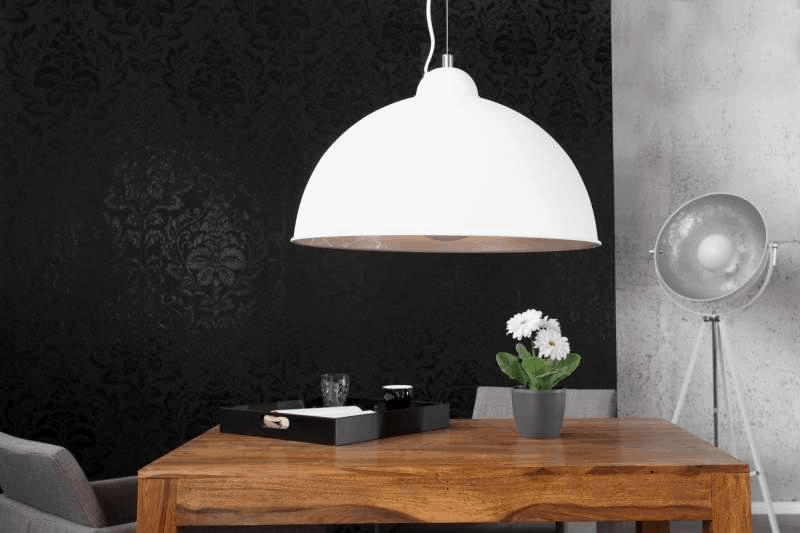 biela zavesna lampa