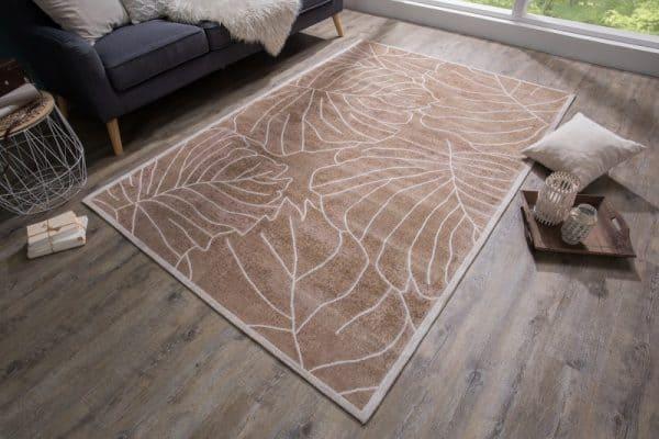 Hnedý koberec Leaves. (zdroj: iKuchyne.sk)