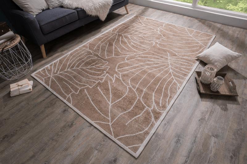 hnedy koberec
