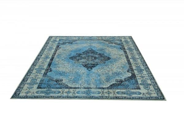 krátky vlas modrý koberec