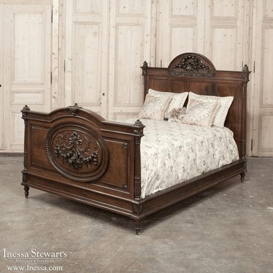 Manželská posteľ z 19. storočia.