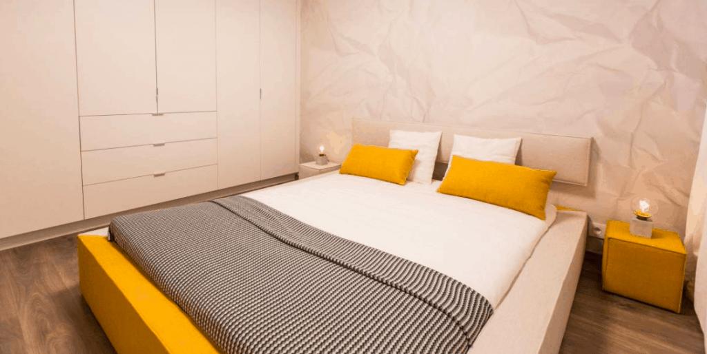 zlta postel