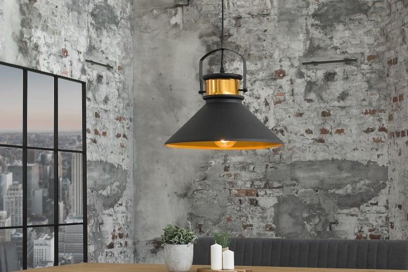 cierna industrialna lampa
