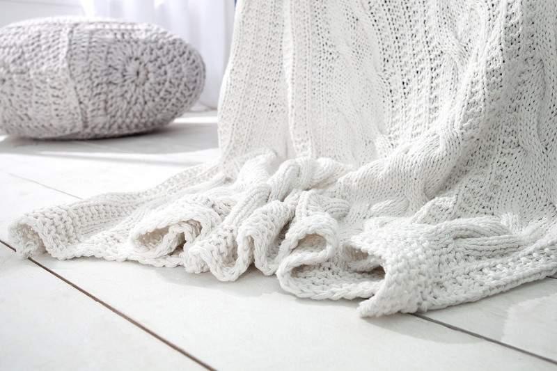 deka-strikovana-biela