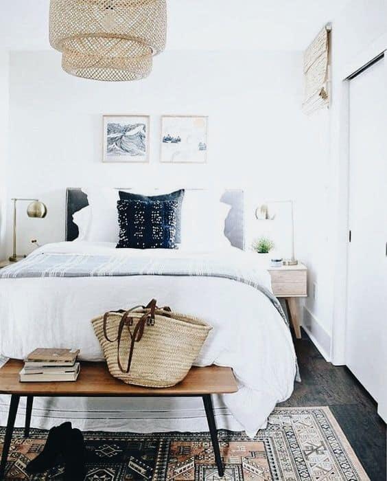 hosťovská izba - drevenná lavička