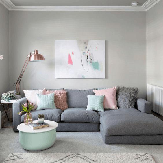 obývačka v pastelových farbach