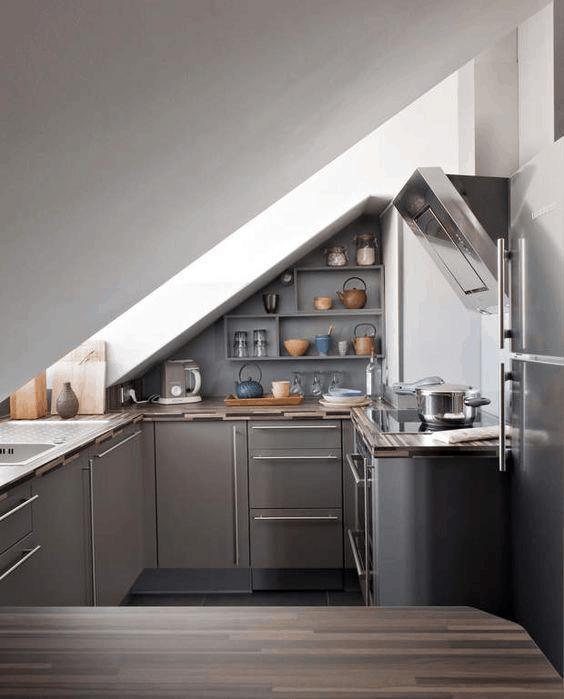 sivá podkrovná kuchyňa