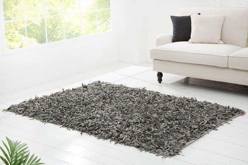 sivy kozeny koberec