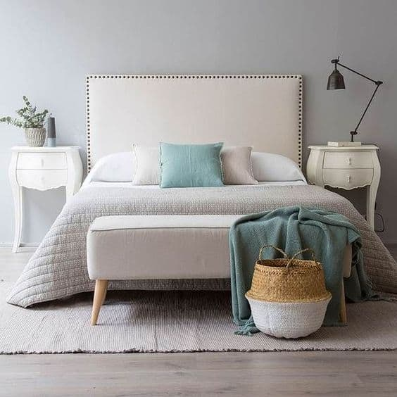 spálňa - biela posteľ
