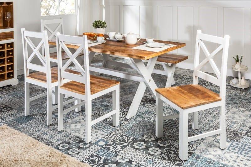 Jedálenský stôl vo vidieckom štýle